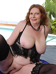 Stacked grandma shows off her huge tits!