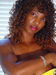 Ebony mom Silky showing er browny pussy
