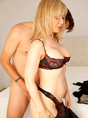 Mature shaved pussy get banged by hungry dude