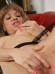 Toy anal penetration for hot mom vagina