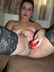 Amazing mature puts sex toy into own pussy