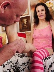 Amateur mature doing foot job