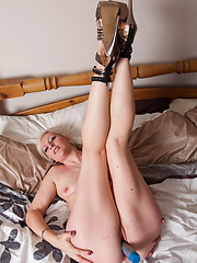 Aged slut using some toys for own pleasure
