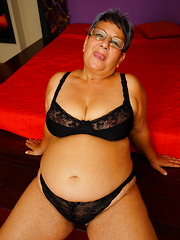 Nauchty chubby mature lady playing with herself