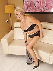 This bonde granny still gets wet