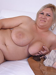 Lovely chunky mature girl