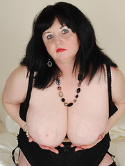Huge tits on this mature lady