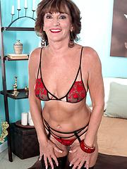 Hot granny Sydni Lane