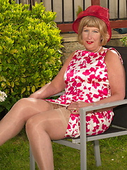 Horny British mature lady playing in the garden