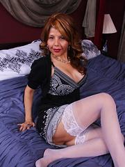 Naughty American cougar having fun in bed