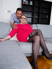 Curvy mature lady doing her toy boy