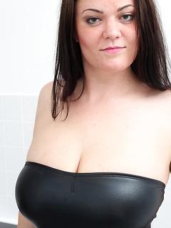 mature model Amy Lovelace